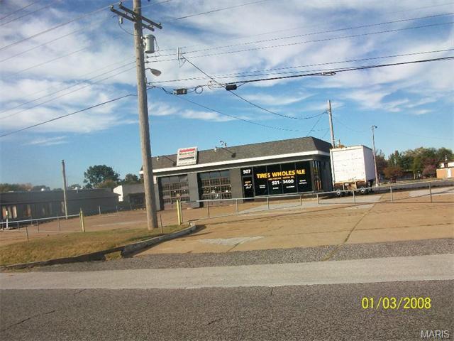 507 Dunn Road, Florissant, MO 63031
