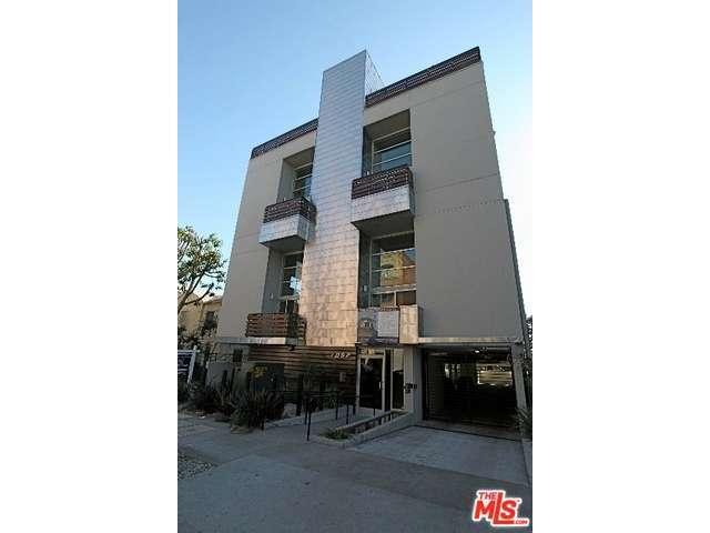 7062 Hawthorn Ave, Los Angeles, CA 90028