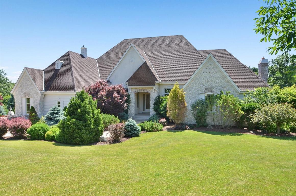 7033 W Overlook Ct, Mequon, WI 53092