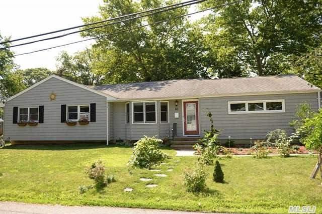 50 Oakwood St, Greenlawn, NY 11740