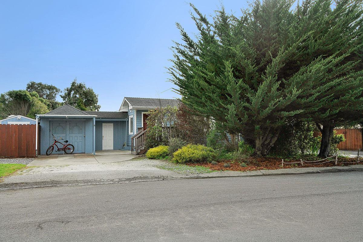 328 Myrtle St, Half Moon Bay, CA 94019