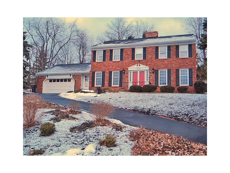 1527 Redfern Dr, Upper St. Clair, PA 15241