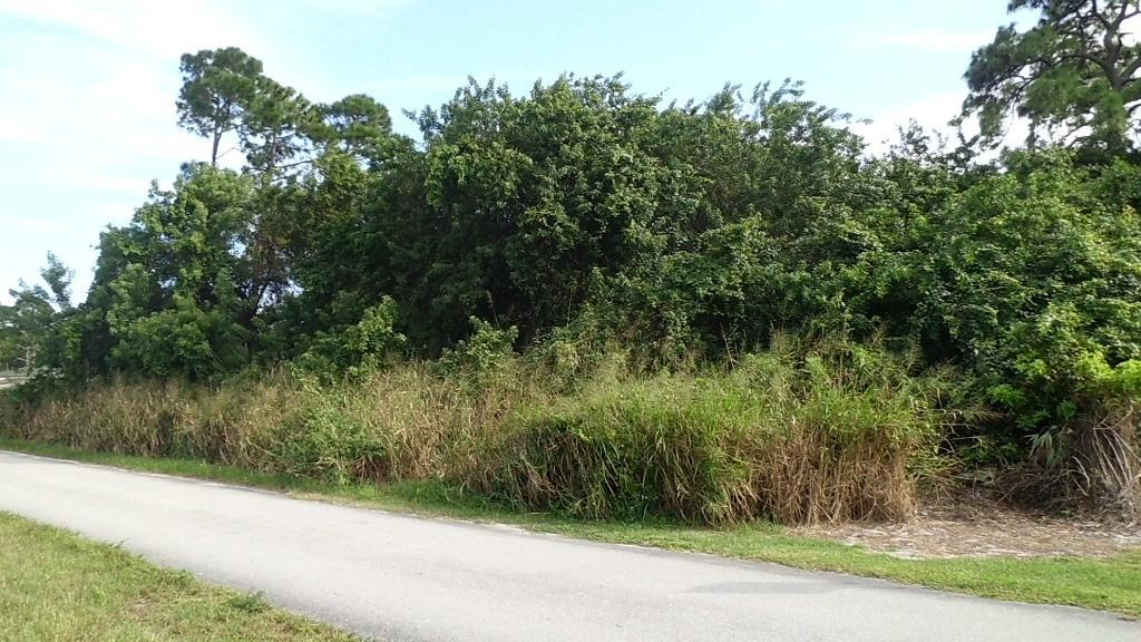 Xxx T, Fort Pierce, FL 34950