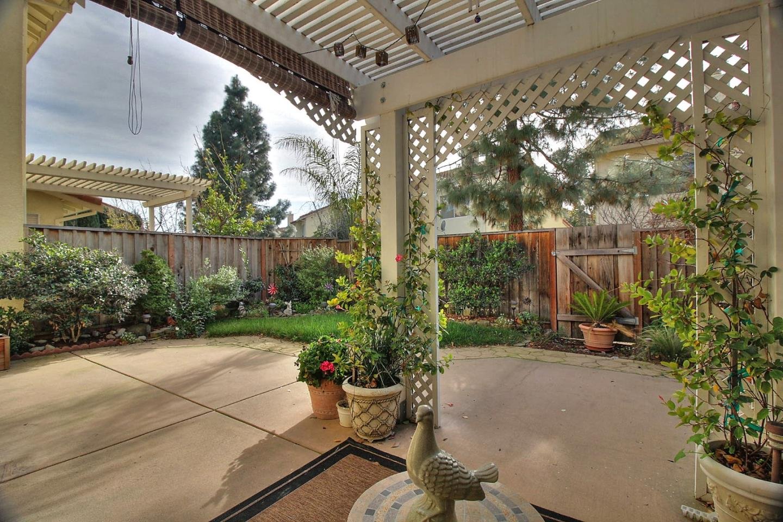 323 Meadowhaven Way, Milpitas, CA 95035