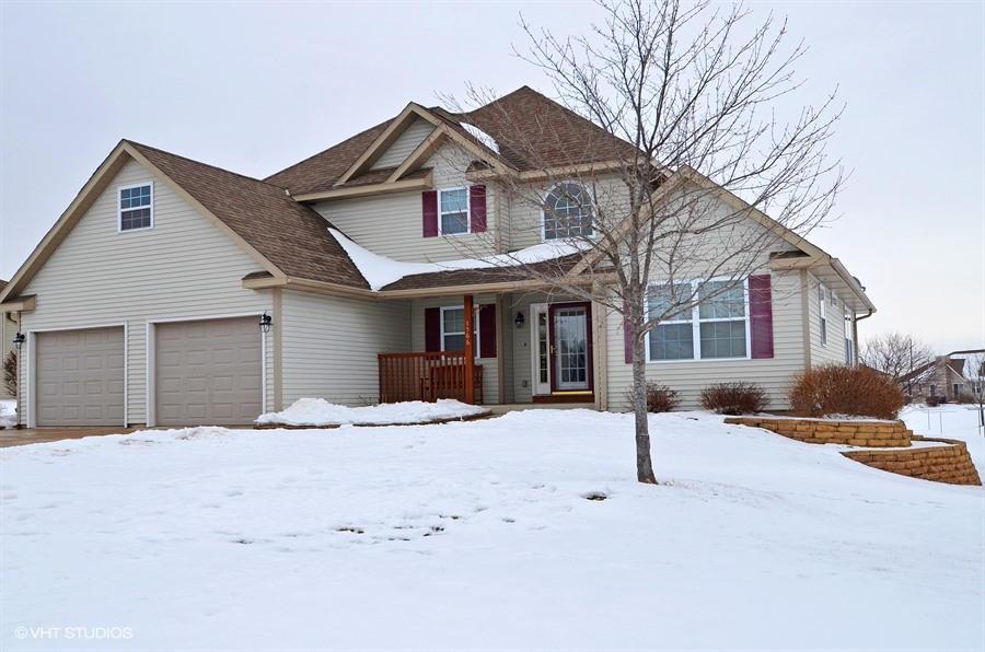 1566  Pineridge Ct, Mayville, WI 53050