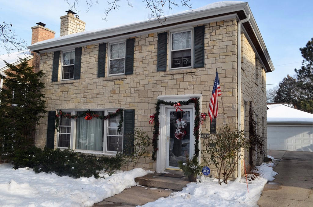 210 N 86th St, Wauwatosa, WI 53226
