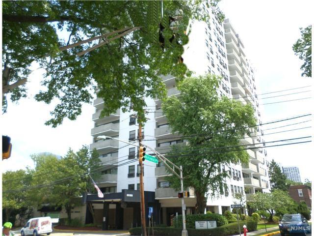 1600 Center Ave, Fort Lee, NJ 07024