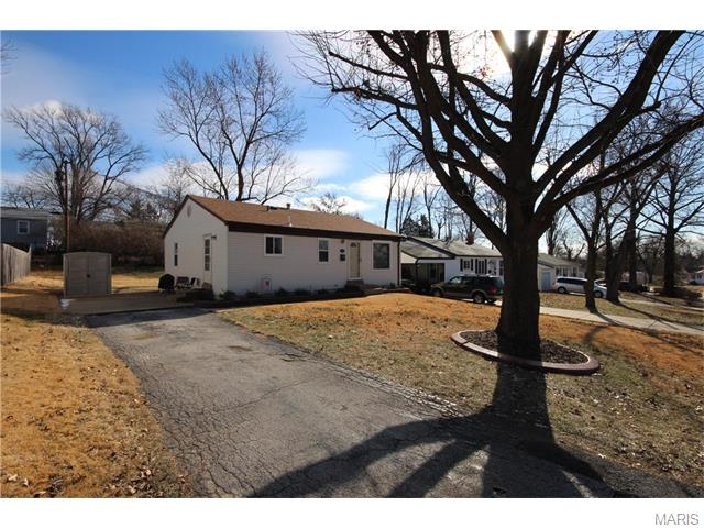 12152 Nantucket Place, Maryland Heights, MO 63043