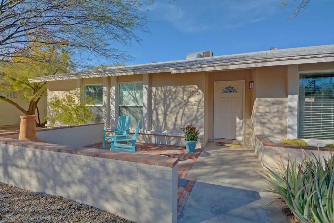 1010 E Village Circle Drive, Phoenix, AZ 85022