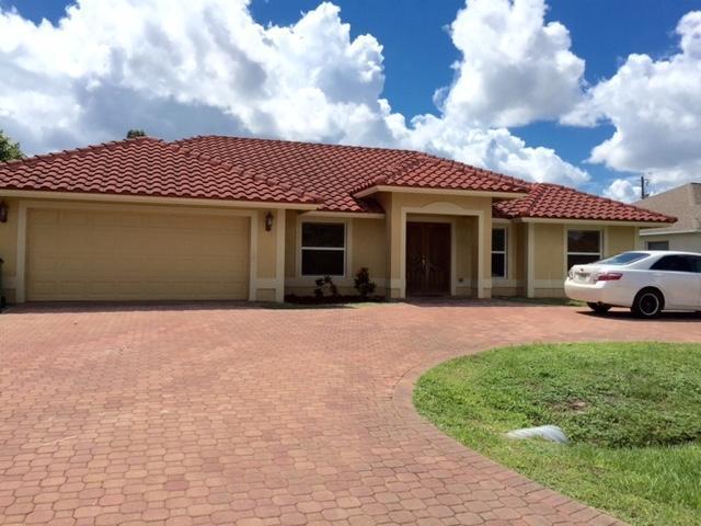 558 SW Colleen Avenue, Port Saint Lucie, FL 34983