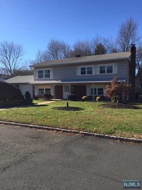 33 Cole Rd, Fairfield, NJ 07004