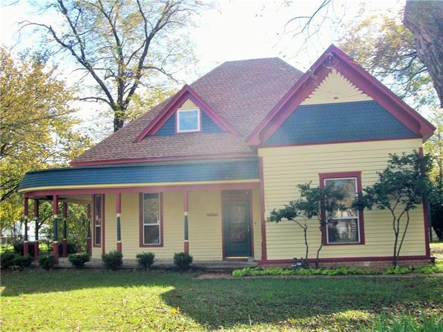 221 W Heard Street, Cleburne, TX 76033