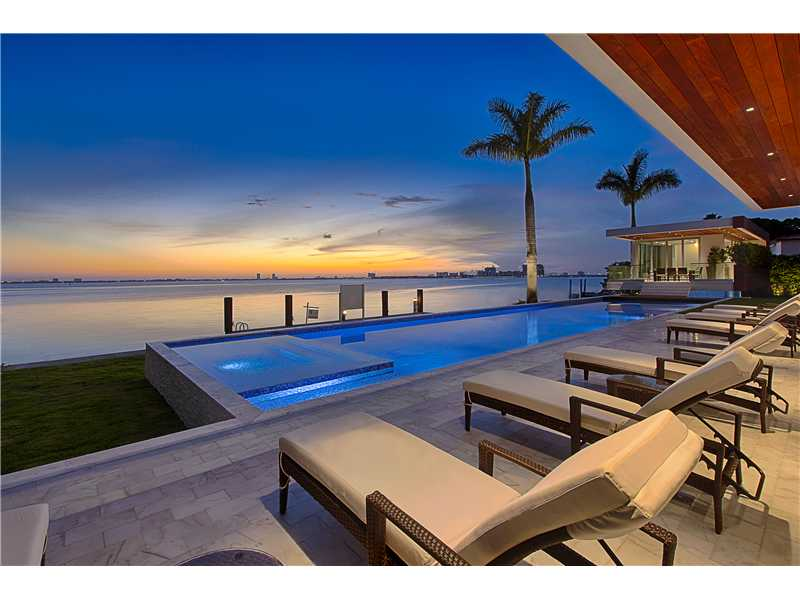 5446 N Bay Rd, Miami Beach, FL 33140