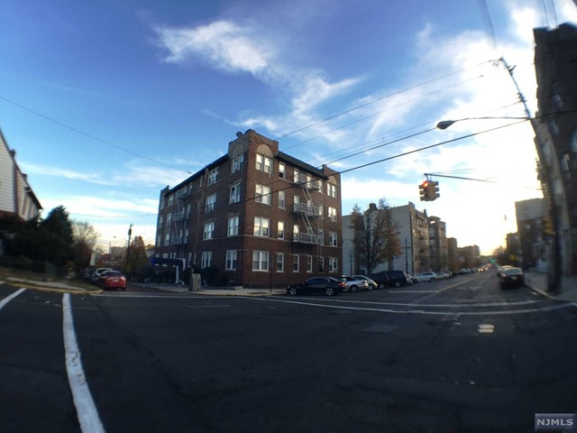 31 75th St, North Bergen, NJ 07047