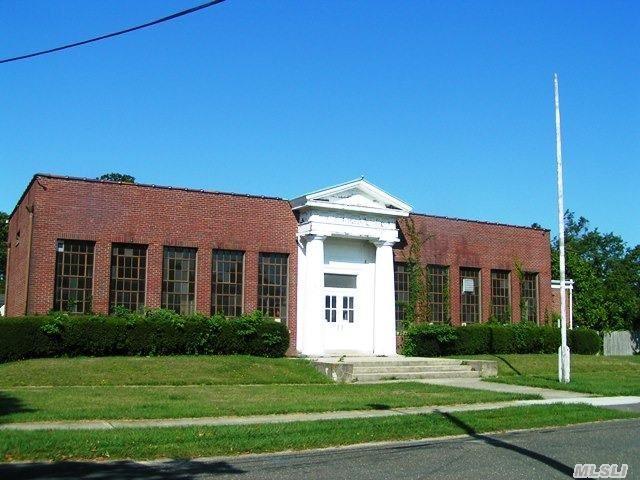 66 Tyler Ave, W. Sayville, NY 11796