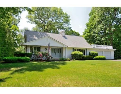 2 Whittier Cir, Holyoke, MA 01040