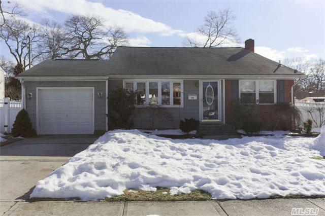 88 Boston Ave, Massapequa, NY 11758