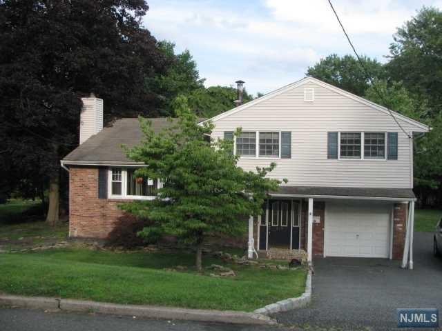 415 Briarwood Ln, Northvale, NJ 07647