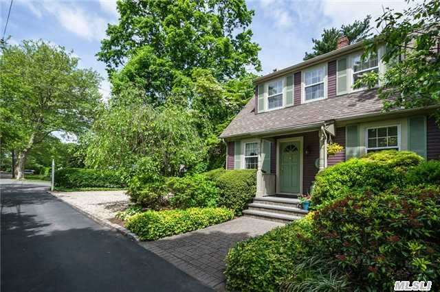 14 Idle Day Dr, Centerport, NY 11721