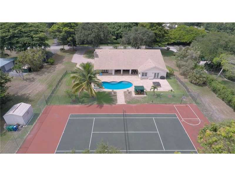 9500 NW 39 Ct, Coral Springs, FL 33065