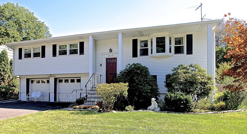 26 Berdan Ave, Fair Lawn Boro, NJ 07410