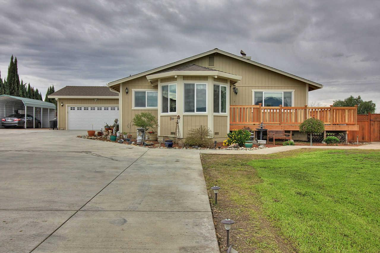 1655 Santa Ana Rd, Hollister, CA 95023