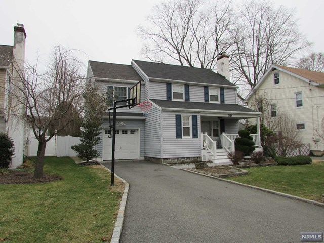39 Center St, Pompton Lakes, NJ 07442