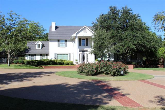 2877  Hurstview Drive, Hurst, TX 76054