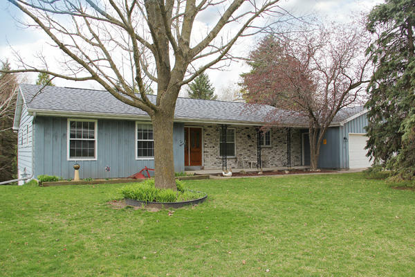 215  Brookview Ave, Adell, WI 53001