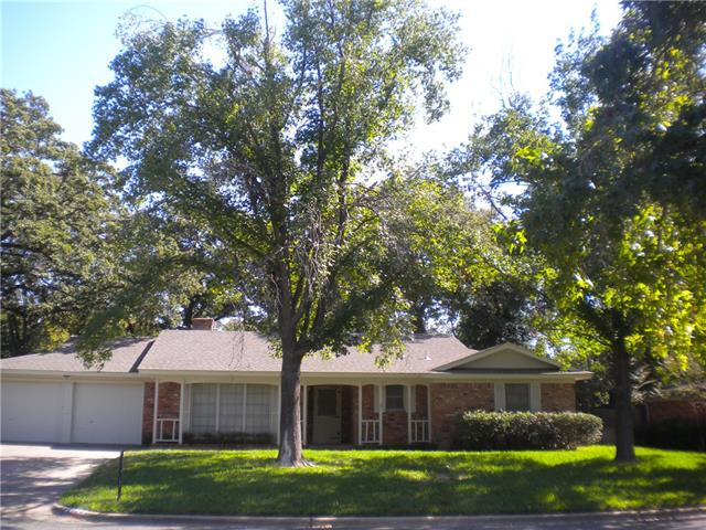 528  Caduceus Lane, Hurst, TX 76053