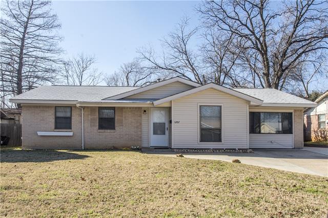 1207  Glenn Drive, Euless, TX 76039
