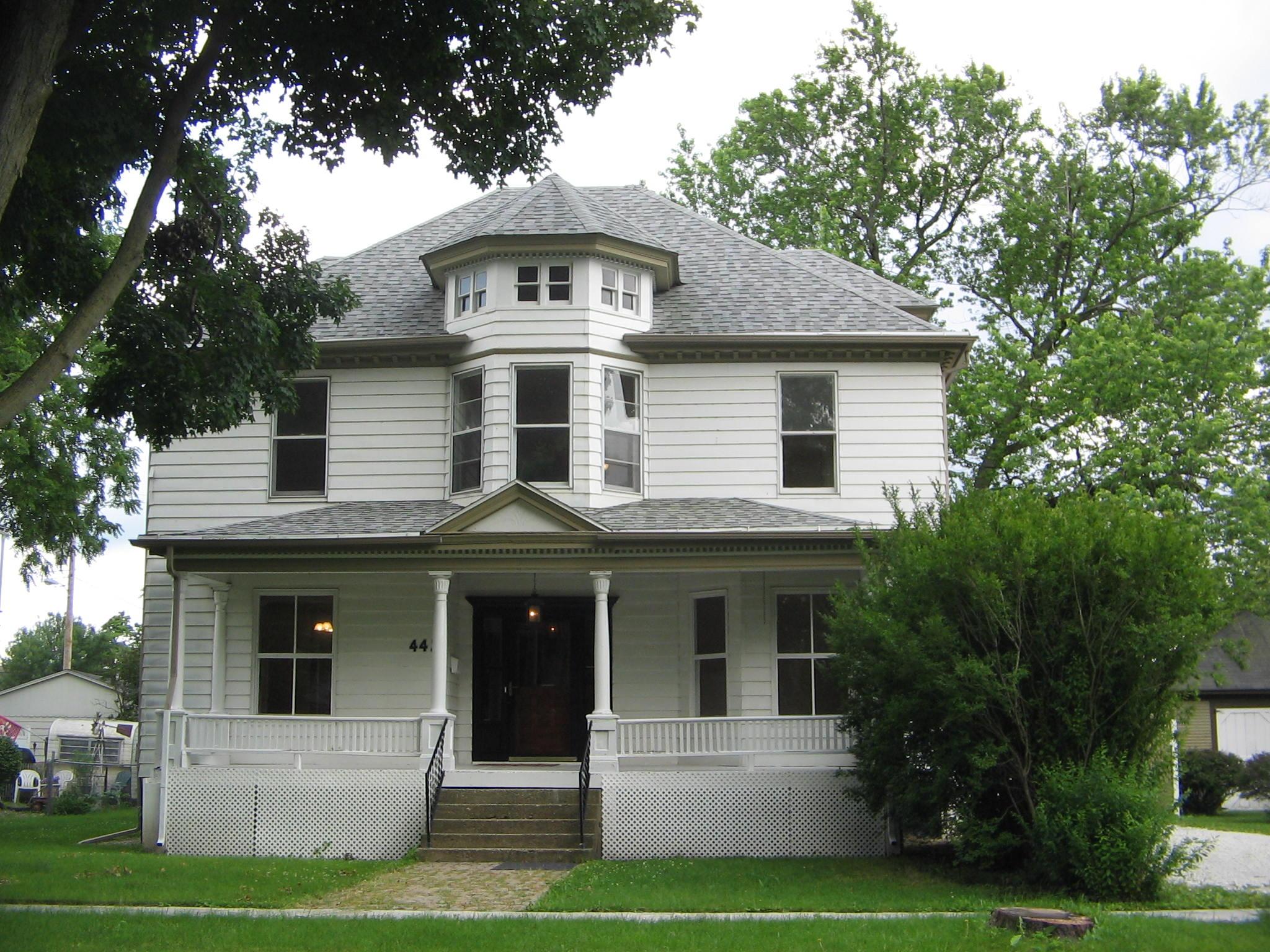 442 W Center, Paxton, Illinois 60957