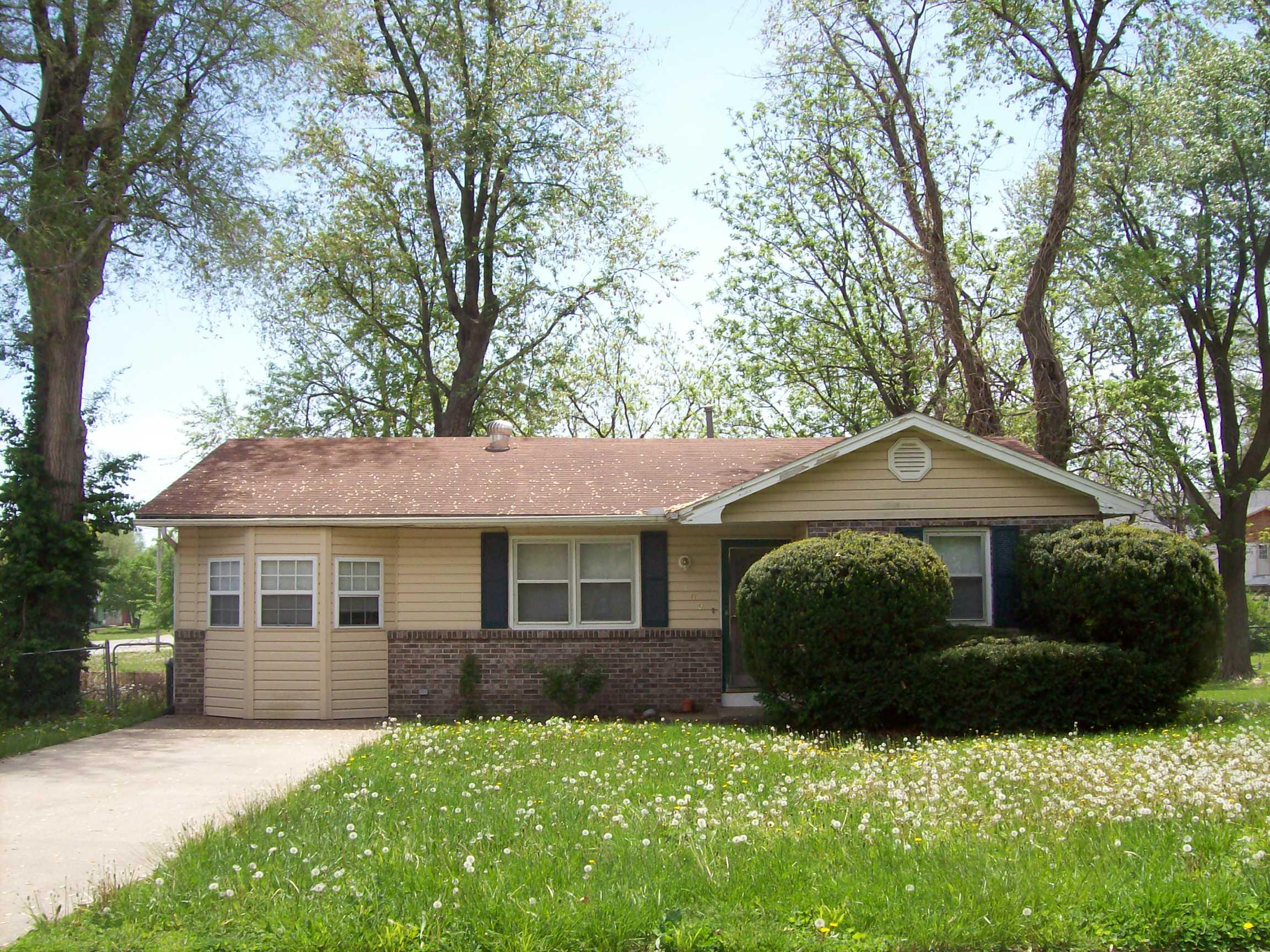 109 E Clay, Smithton, Missouri 65350
