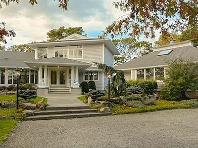 9 Duckwood Lane, Hampton Bays, New York 11946