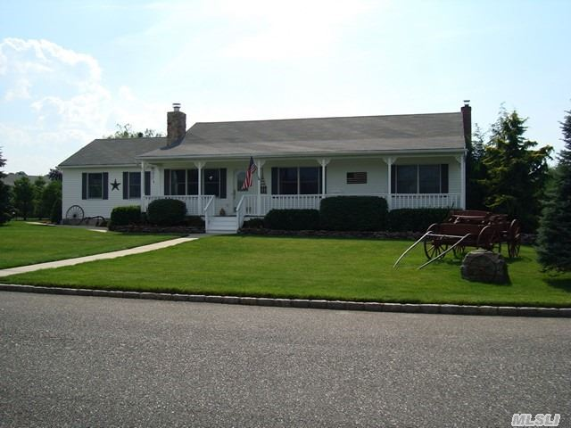 72 Creekside Dr, Middle Island, New York 11953