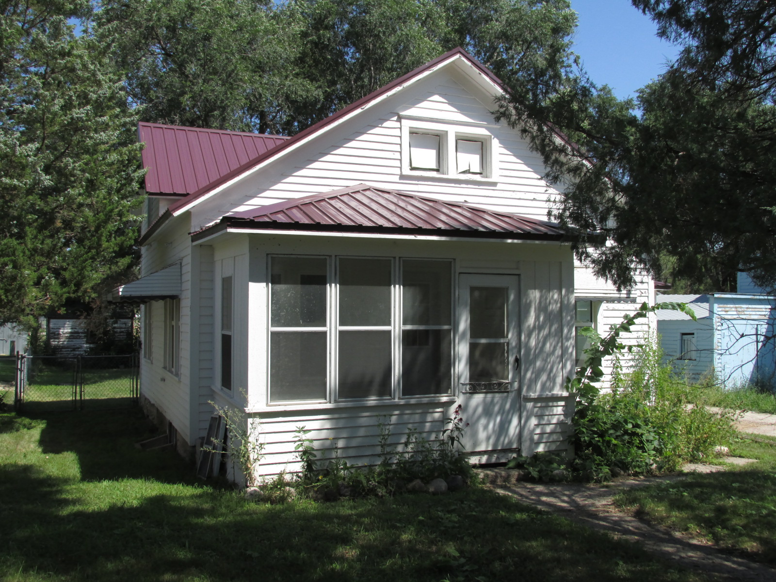 208 W 8th St, Woonsocket, South Dakota 57385