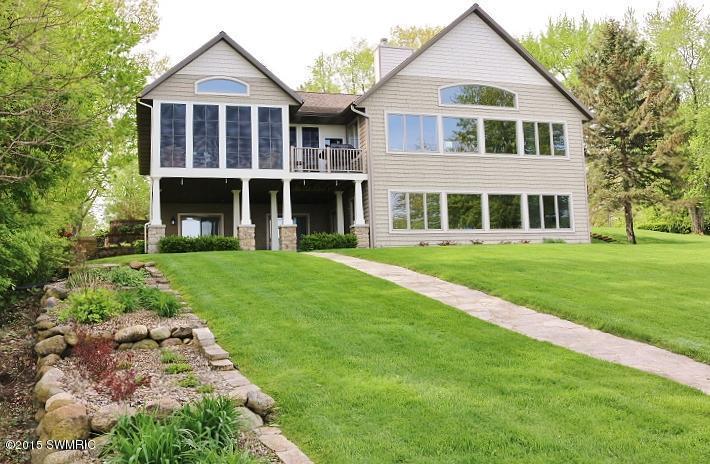 4627 Douglas Terrace , Coloma, Michigan 49038
