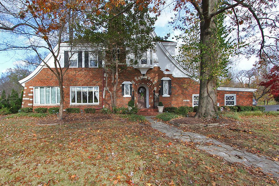 53 Country Club Place, Belleville, Illinois 62223