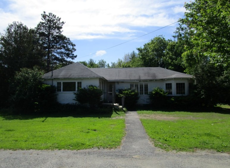 1277 US Route 02, Winthrop, Maine 04364