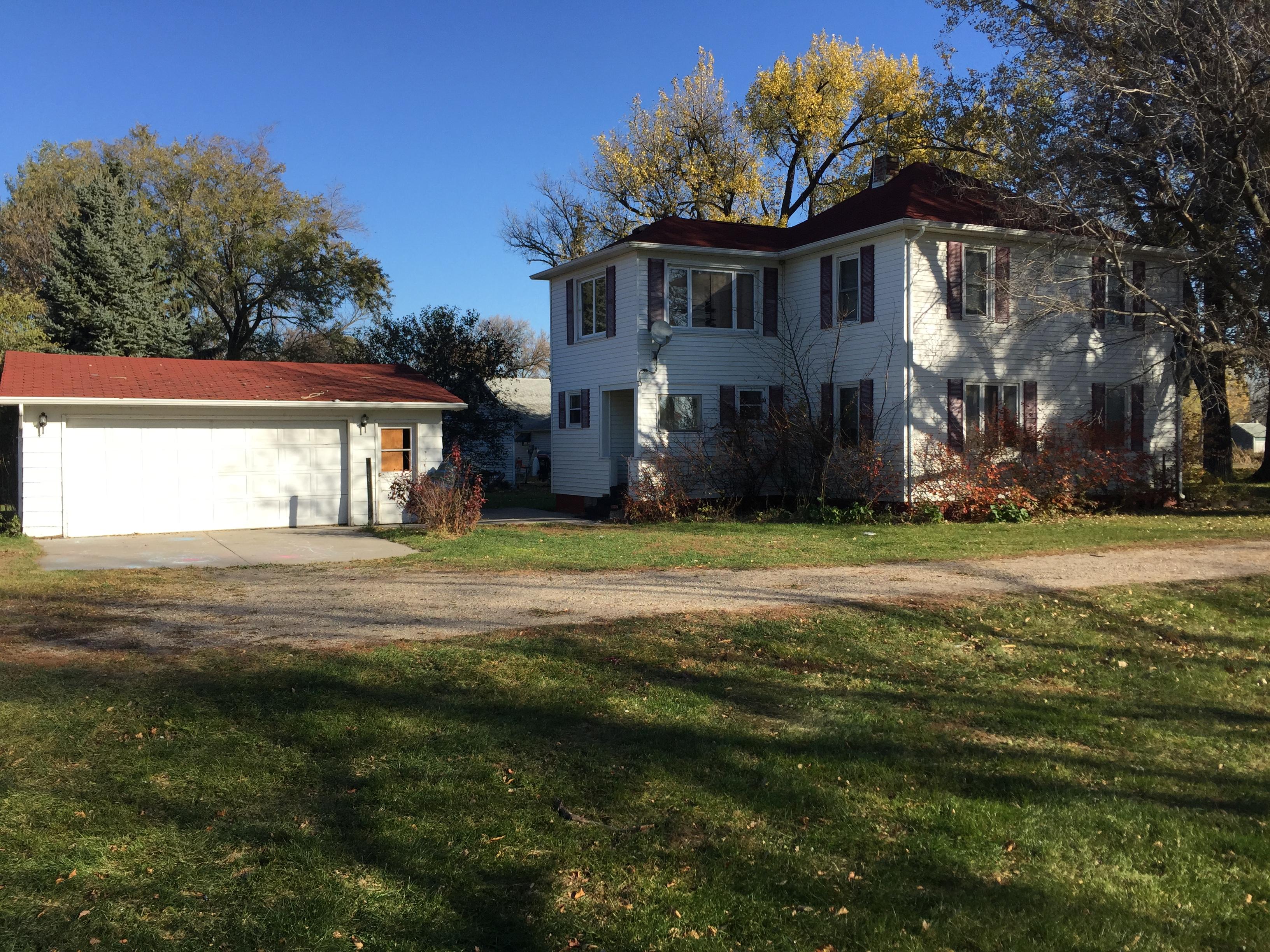 104 Western Ave, Gilby, North Dakota 58235