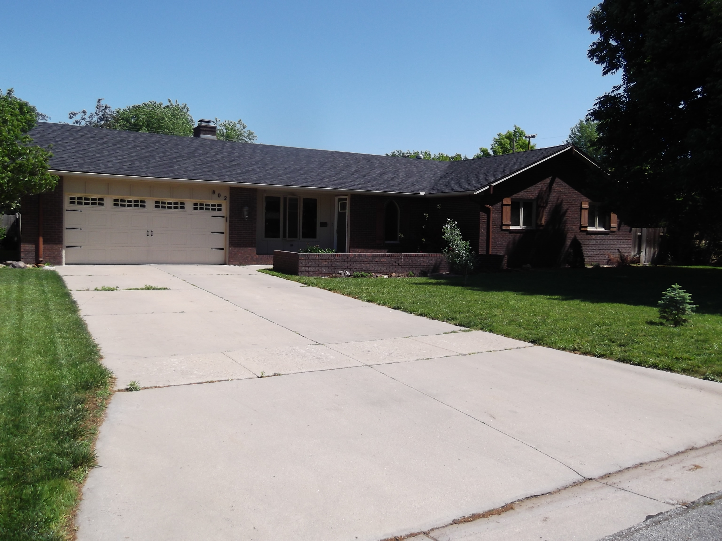 802 Lochinvar Ln, Hutchinson, Kansas 67502