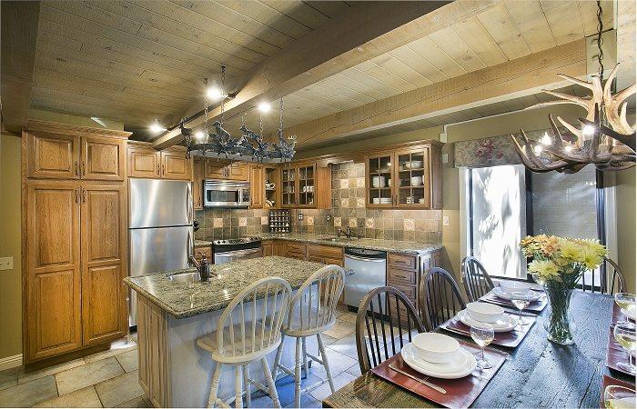 40 Canyon Blvd #304, Mammoth Lakes, California 93546
