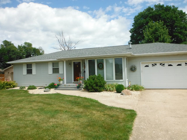 132 N. Walter Ave., Mcnabb, Illinois 61335