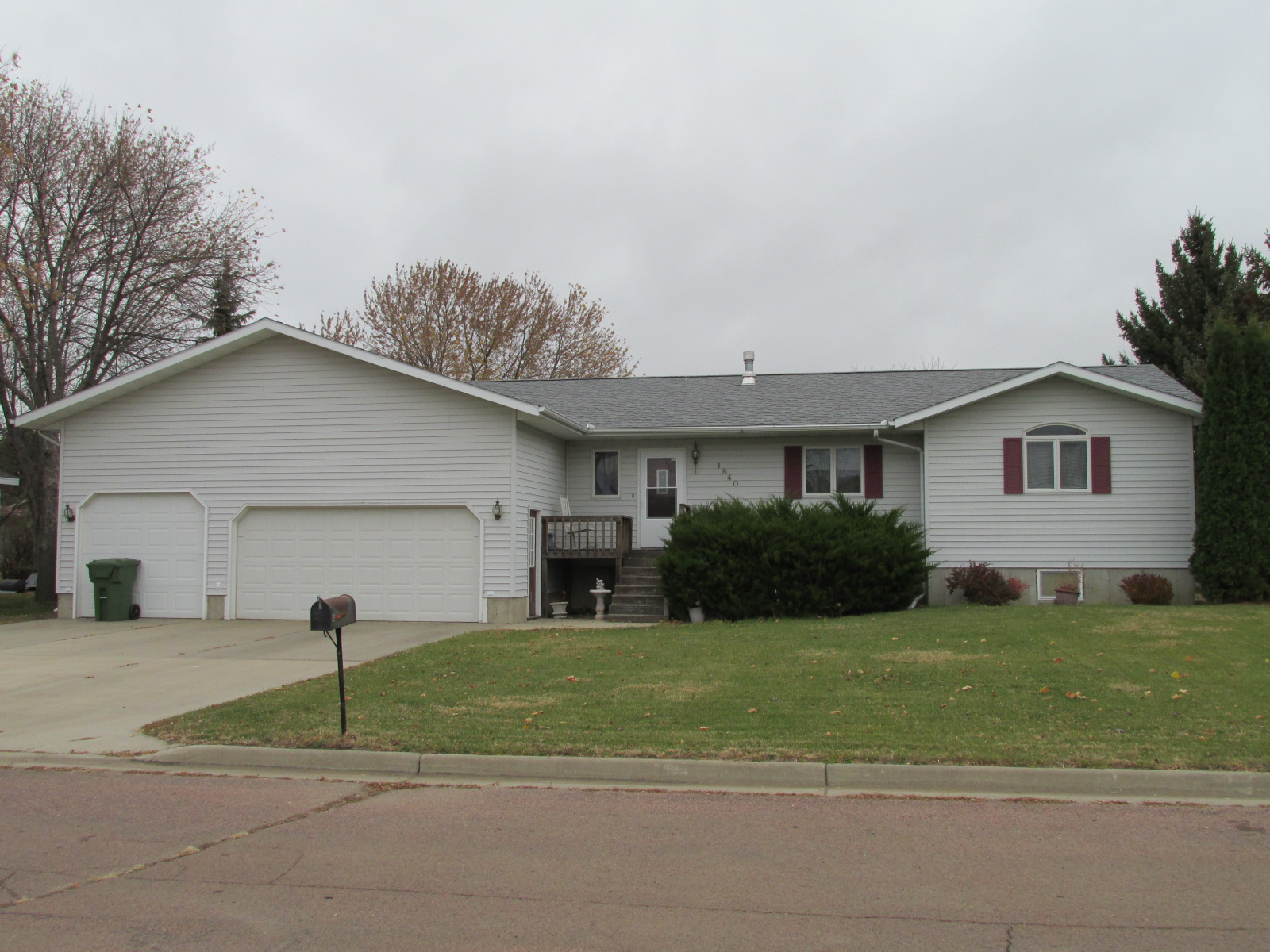 1840 Indiana St SE, Huron, South Dakota 57350