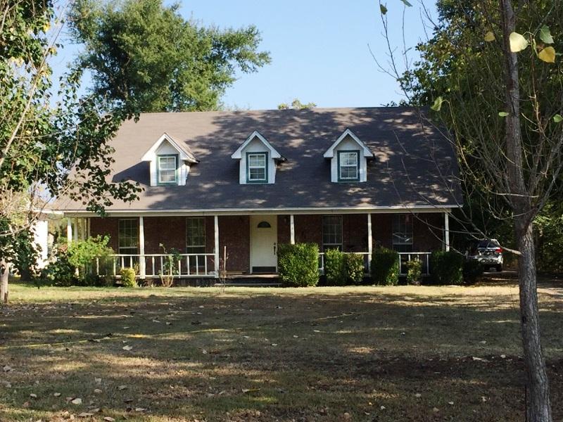 730 W. Division, Blossom, Texas 75416