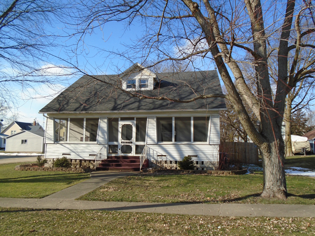 105 4th St., Walnut, Illinois 61376