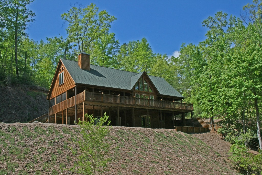 131 Falcons Way, Lake Lure, North Carolina 28746