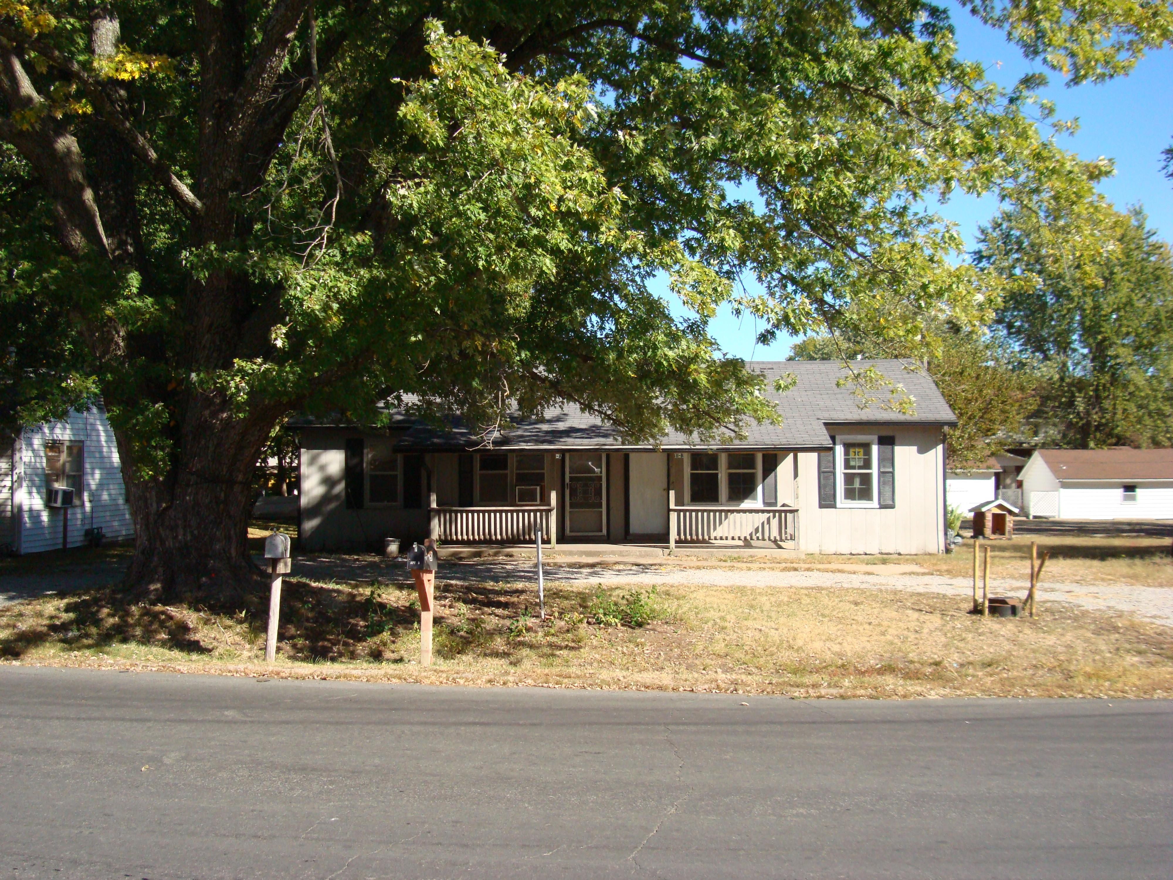 811  SWalnut, La Monte, Missouri 65337