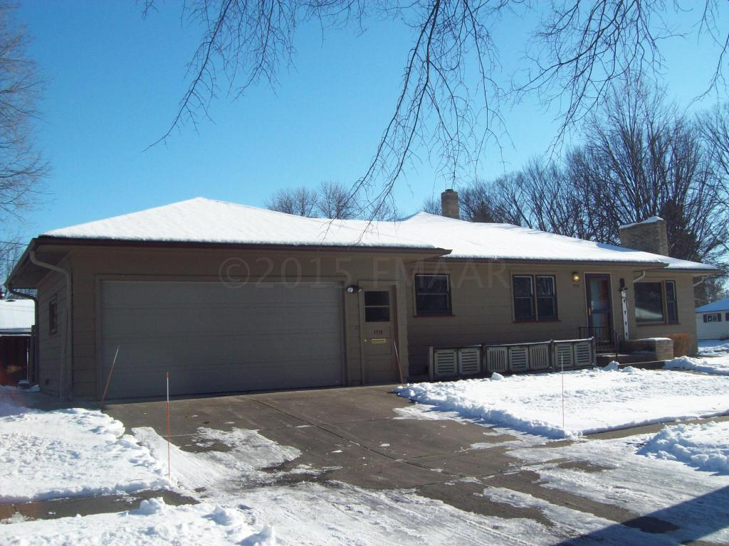 1718 13th St S, Moorhead, Minnesota 56560