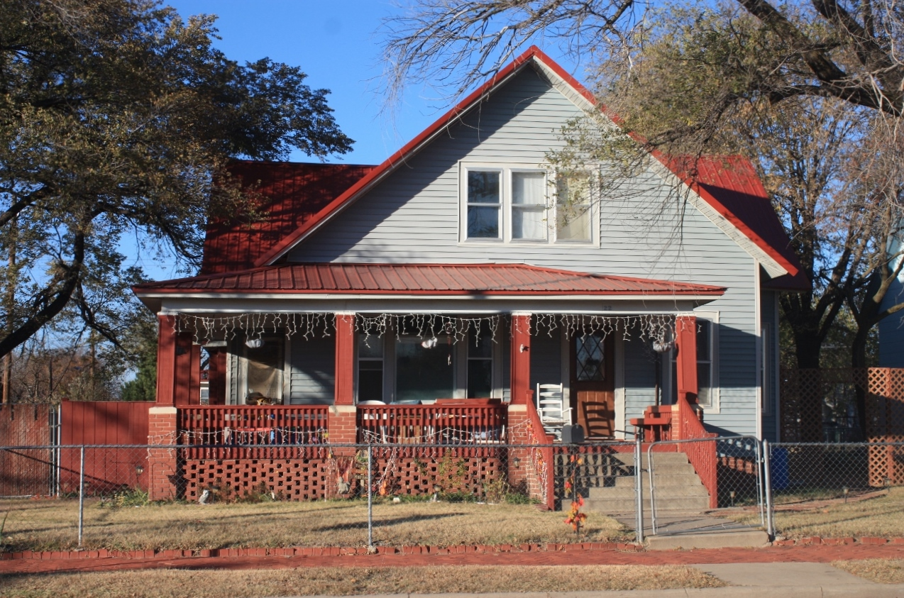 22 W 10th Ave, Hutchinson, Kansas 67501